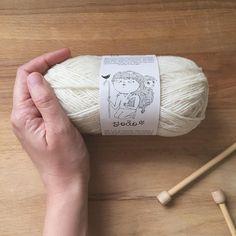 Otro lunes que se hace eterno? Entre una tarea pesada y otra te invitamos a que desconectes y pases a conocer las madejas Joao de Retrosaria. 100% lana de ovejas merinas portuguesas y en alegres colores para mantener el frío a raya este otoño/ invierno. . #lana #lanas #yarn #wool #puralana #merinoportugues #purewool #retrosariajoao #esteinviernonopasofrio #tejedora #tejer #punto #tricot #ganchillo #crochet #knit #knitting #yarnlove #yarnstagram #yarnshop #ohlanas #lanasconhistoria