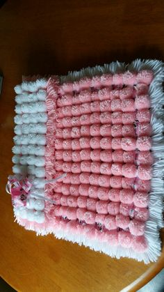 Baby girls Minnie Mouse Pom Pom blanket