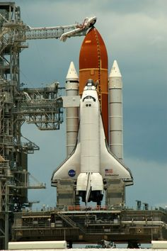 Endeavour last launch Space Planets, Space And Astronomy, Space Shuttle, Nasa Space Program, Photo Voyage, Nasa History, Kennedy Space Center, Nasa Astronauts, Air Space