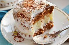 """: Пирожные """"Баунти""""бисквитное   тесто (на 14 """"половинок""""): 4 яйца 80 г муки 20 г порошка какао 20 г картофельного крахмала 120 г сахара 1/2 ч. л. разрыхлителя  начинка: 6-7 cт. л. манки 500 мл молока 200 г сахара 200 г слив. масла щепотка ванилина 250 кокосовой стружки  украшение для пирожных: 150 мл молока пакетик """"взбитых сливок""""  какао сахарные бусинки"""