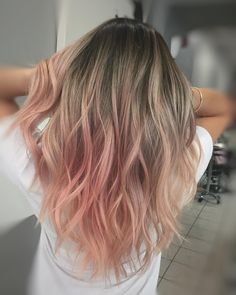 21 Sexiest Bob Hairstyles for Black Women in 2019 - Style My Hairs Blonde Hair With Pink Tips, Pink Ombre Hair, Dyed Blonde Hair, Pink Hair Highlights, Rose Gold Blonde, Hair Dye Tips, Dyed Tips, Dye My Hair, Cute Hair Colors