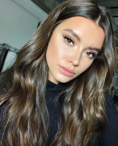 Are you looking for best hair colors to apply for long hair? Just see here, we have made a collection of fantastic long balayage colored hairstyles Skin Makeup, Beauty Makeup, Hair Beauty, Beauty Bay, Blue Makeup, Hair Inspo, Hair Inspiration, Natural Makeup Looks, Simple Makeup