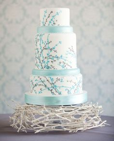 birds nest wedding cake... I like the painted twig bottom