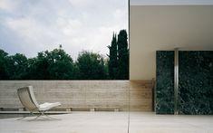 The Barcelona Pavilion - Mies van der Rohe - Photo © Pepo Segura Barcelona Pavillion, Building Skin, Ludwig Mies Van Der Rohe, Famous Buildings, Arch Model, Apartment Balconies, Modern Materials, Simple Elegance, Elle Decor