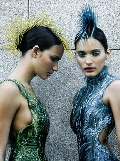 mohawk, glitter fauxhawk, punk hair - funk hair, glitter sticks - hairstyles - punk - haircut - blond punk hairstyles - hair texture - vogue paris - shot in paris mid-90's, fashion, runway style, model : fernanda tavares, photo : enrique badulescu, styling : marcus von ackermann, makeup: paco blancas, hair : nicolas jurnjack