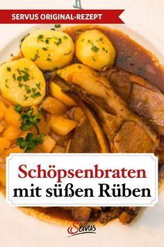 """Wir legen für unseren Schöpsenbraten das Fleisch mehrere Stunden lang ein, das """"Bratlfett"""" verleiht dem """"Schöpsernen"""" die gewisse Würze. Je länger es darin ziehen darf, umso geschmackvoller wird der außergewöhnliche Schafbraten. #schöpsenbraten #bratenmarinieren #rezepte #rezept #rezeptideen #hausmannskost #ichliebeessen #österreich #österreichischeküche #kochen #regionaleküche #regionalkochen  #servus #servusmagazin #servusinstadtundland Chicken, Meat, Food, Carrots, Koken, Beef, Meals, Yemek, Cubs"""