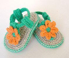 CROCHET patrones bebe sandalias con flores por matildasmeadow
