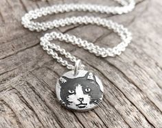 Tiny cat necklace in silver