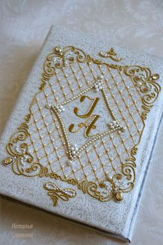 Hand Embroidery and Its Types - Embroidery Patterns Pearl Embroidery, Tambour Embroidery, Embroidery Monogram, Embroidery Fashion, Hand Embroidery Patterns, Beaded Embroidery, Embroidery Stitches, Bead Embroidery Tutorial, Tambour Beading