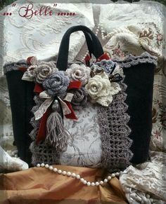 Marvelous Crochet A Shell Stitch Purse Bag Ideas. Wonderful Crochet A Shell Stitch Purse Bag Ideas. Handmade Handbags, Handmade Bags, Purse Patterns, Crochet Patterns, Denim Handbags, Women's Handbags, Diy Tote Bag, Boho Bags, Crochet Handbags