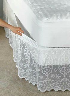 Fika a Dika - Por um Mundo Melhor: Saia Para Cama Box pictures & prices of lace bed skirts This delicate scalloped lace bedskirt has a fully elasticized top that attaches and removes easily without lifting your mattress. Sewing Hacks, Sewing Projects, Diy Projects, Decoration Shabby, Diy Recycling, Lace Bedding, Lace Curtains, Shabby Chic Curtains, Diy Home Decor