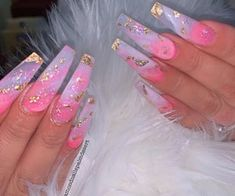 15 Shaped Stylish Nails Colors To Get You Inspired To Try Gold Acrylic Nails, Long Square Acrylic Nails, Acrylic Nails Coffin Short, Pink Acrylics, Pink Gold Nails, Pink Acrylic Nail Designs, Gold Coffin Nails, Cute Pink Nails, Purple Nail Designs