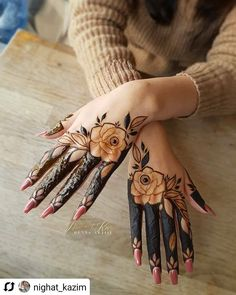Check out these stunning floral mehendi designs for the modern brides-to-be. Bridal mehndi design ideas and inspiration at ShaadiWish. New Henna Designs, Floral Henna Designs, Back Hand Mehndi Designs, Finger Henna Designs, Mehndi Designs For Girls, Mehndi Designs For Beginners, Modern Mehndi Designs, Mehndi Design Photos, Dulhan Mehndi Designs