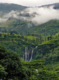 Ciudad de Nuwara Eliya - Nuwara Eliya es una ciudad de Sri Lanka, capital del distrito homónimo en la provincia Central. Con un pintoresco paisaje y clima moderado, está considerada la zona productora de té más importante de Sri Lanka.