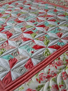 Sew Kind Of Wonderful: Challenge Day 32 - I am not a quilt maker, but this is… Machine Quilting Patterns, Longarm Quilting, Free Motion Quilting, Quilt Patterns, Quilting Ideas, Modern Quilting, Quilting Projects, Machine Embroidery, Knitting Patterns