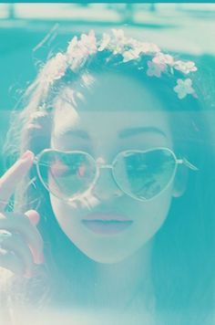 hippie girl in pastels...love the glasses and lipstick <3