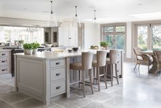 A cook's kitchen through and through, this modern country farmhouse kitchen was designed for relaxed entertaining on a large-scale for friends staying for the weekend, but also for everyday kitchen suppers with the family. Beautiful Kitchen Designs, Best Kitchen Designs, Modern Kitchen Design, Beautiful Kitchens, Country Kitchen Farmhouse, Modern Farmhouse Kitchens, East Sussex, Open Plan Kitchen Living Room, Dining Room