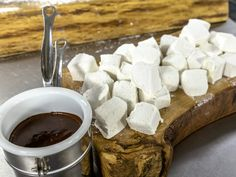 This marshmallows with chocolate sauce dish is a great dessert to end a meal with! Marshmallows date back to ancient Egypt! Recipes With Marshmallows, Homemade Marshmallows, Great Desserts, Dessert Recipes, Chocolate Sauce Recipes, James Martin, Chocolate Sweets, Morning Food, Saturday Morning