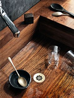 What Kitchen Sink Is Right For You? A Look at Stainless, Cast Iron, Marble & More Kitchen Sink Guide: Stainless, Cast Iron, Marble + Kitchen Taps, New Kitchen, Kitchen Decor, Kitchen Design, Kitchen Ideas, Beautiful Kitchens, Cool Kitchens, Composite Sinks, Wood Sink