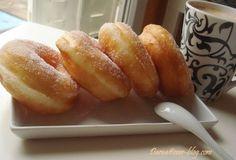 toujours avec ma fameuse pâte magique, j'ai fait ces superbes beignets ultra légers et fondant en bouche.. une fois vous goutez , aie aie aie diffcile de s'arreter lol cette pâte est d'une grande utilité pendant le mois sacré de ramadan ou on a envie...
