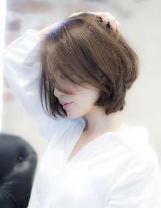 Pin on cortes Short Hair Syles, Short Wavy Hair, Japanese Short Hair, Asian Short Hair, Short Bob Hairstyles, Hairstyles Haircuts, Cool Hairstyles, Tousled Hair, Shirt Hair