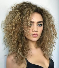 60 Styles and Cuts for Naturally Curly Hair Medium Layered Curly Bronde Hairstyle Short Layered Curly Hair, Short Hair With Layers, Long Curly Hair, Wavy Hair, Curly Hair Layers, Frizzy Hair, Ombre Curly Hair, Curly Girl, Thin Hair
