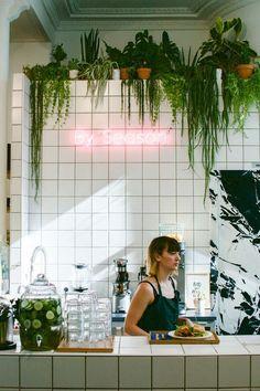 Paris Travel Tips -You can find Paris cafe and more on our website.Paris Travel Tips - Restaurants In Paris, Café Design, Store Design, Deco Restaurant, Restaurant Design, Restaurant Kitchen, Cafe Plants, Paris Travel Tips, Paris Tips