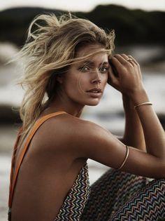 Пляжная фотосессия Даутцен Крез для Vogue Korea