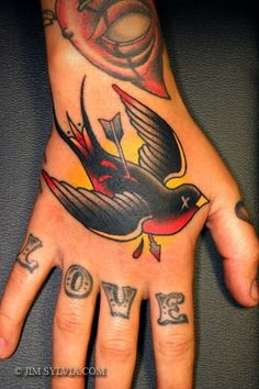 tattoo old school / traditional nautic ink - swallow @ hand:
