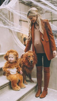 Halloween In The City - Barefoot Blonde by Amber Fillerup Clark Costume Halloween, Matching Halloween Costumes, Dog Halloween, Stylish Maternity, Maternity Wear, Maternity Style, Fashion Maman, Mommy And Me, Future Baby