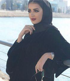 World Ethnic & Cultural Beauties Hijab Style Dress, Modest Fashion Hijab, Modesty Fashion, Abaya Fashion, Muslim Fashion, Arab Girls Hijab, Muslim Girls, Mode Abaya, Mode Hijab