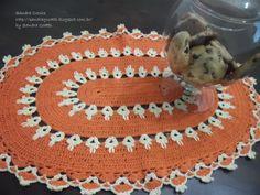 Bom Dia!  Este trabalho vi no Blog da Soraia Bogossian  ela fez um tapete lindo mas fiz uma toalha oval, por causa do braço, usei a l...