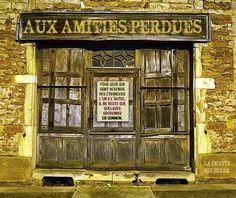 """""""AUX AMITIES PERDUES"""" qui se retrouvent derrière cette porte..."""
