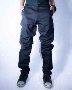 Distopia Collection - Calça justa com caimento enrugado - Moda masculina e sustentável, para homens com estilo alternativo