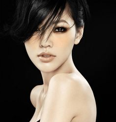 [October The Taiwanese actress Dee Xu posed for the famous Chinese fashion photographer. Dee Xu seems to radiate a glamourous beauty. Beauty Makeup, Hair Makeup, Hair Beauty, Makeup Eyes, Asian Eye Makeup, Monolid Makeup, Korean Makeup, Korean Skincare, Asian Eyes