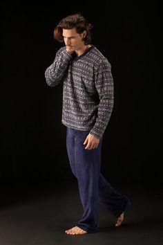 Descubre un mundo de pijamas exclusivo para hombres en varelaintimo.com. Pijamas de tela, punto de algodón,térmicos, terciopelo... También con puños...