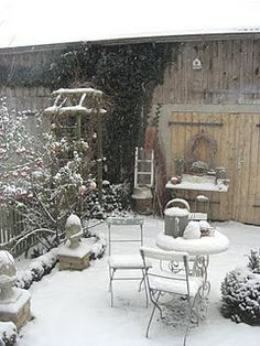 Country Love Cottage Garden (cottage style decor garden sheds) Garden Whimsy, Cottage Gardens, Cottage Style Decor, Potting Sheds, Winter Beauty, Plantation, Winter Garden, Winter Porch, Winter Scenes