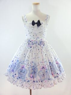 Elegant and lolita, I love the cut and fabric of this dress!