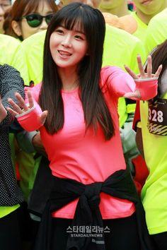 Hyun Young Hyun Young, Girl Bands, Super Cute, Singer, Rainbow, Rain Bow, Rainbows, Singers