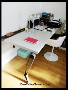 Bureau et son piètement en acier Pergola, Grenoble, Corner Desk, Furniture, Design, Home Decor, Steel, Desk, Corner Table