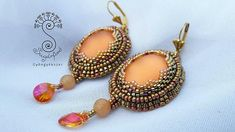 Shiny earings, nicely ornamenting your face with their Lunasoft cabochon and bronze Japanese seed beads, as well as Swarovski mini pear medalions,and orange Aventurin rounds, making your day even brighter. Measurements: Earring length: 2.36 inches (including fringe), width: 1.18