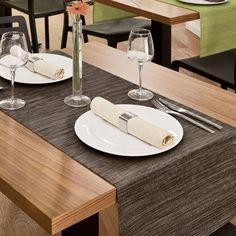 So liegen die tischläufer auf der tafel