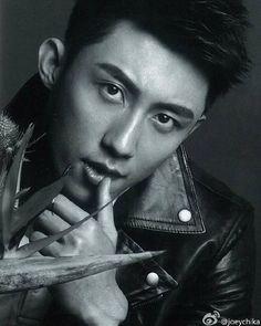 you want to kill me right?? right???? . . #上瘾网络剧 #拍摄花絮 #XuWeiZhou #許魏洲…