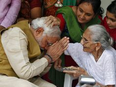 India leader Narendra Modi receives blessing of the mother Modi Narendra, Eagle Images, Prabhas Pics, Mother Pictures, History Of India, Spiritual Power, Hd Wallpapers For Mobile, Great Leaders, Family First