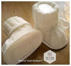 Crochet kids socks pattern free knitting Ideas for 2019 Knitted Booties, Crochet Baby Booties, Crochet Beanie, Crochet Kids Hats, Crochet Slippers, Baby Slippers, Baby Socks, Kids Socks, Baby Knitting Patterns