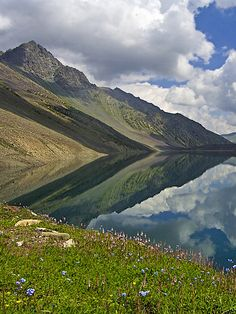 Chitta Katha Lake,Pakistan:
