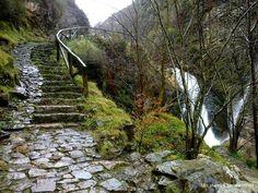 La ruta del Alba, Parque Natural de Redes, Asturias Beautiful Places To Travel, Cool Places To Visit, Wonderful Places, Places To Go, Travel Around The World, Around The Worlds, Asturias Spain, Spain And Portugal, Spain Travel
