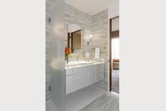 © Fannie Allen Design | www.fannieallendesign.com | San Francisco Penthouse, Master Bath, Floating Vanity, Glass counter with LED lighting
