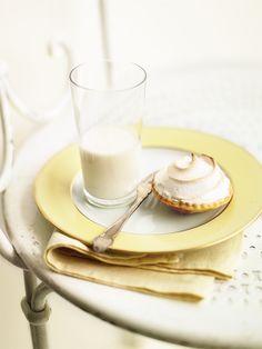hOney custard meringue tarts