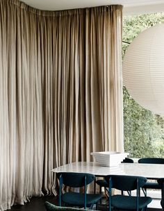 Architect Anatol Kagan's Home Gets A Kennedy Nolan Upgrade. Interior Design Curtains, Kennedy Nolan, Apartment Curtains, Australian Homes, Curtain Designs, Curtains With Blinds, Mid Century House, Inspired Homes, Decoration